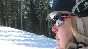 woman skier with helmet and glasses