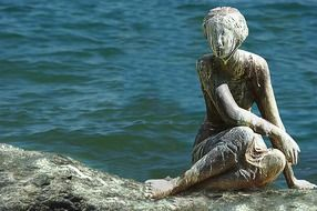 sculpture woman on the sea