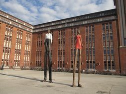 two tall sculptures in hamburg