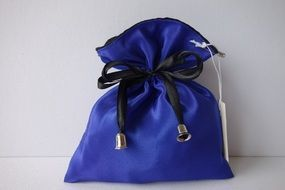 purse of the sapphire color