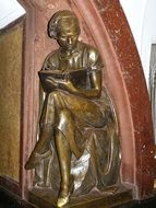 sculpture woman reading