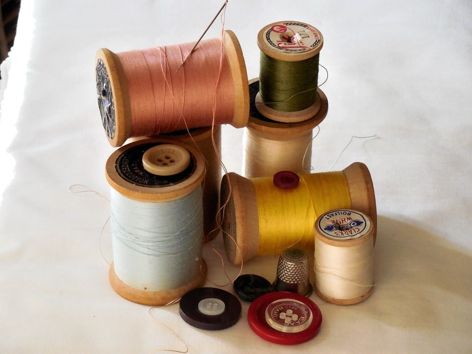 sewing set needle thread buttons