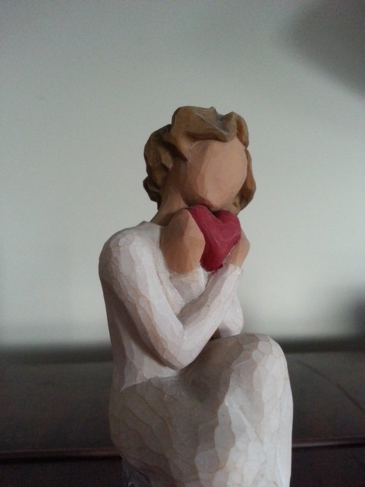 figurine of the woman with a heart