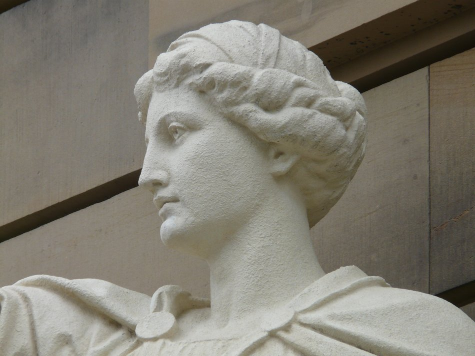 White statue of a woman