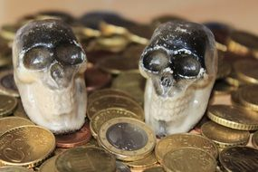 photo two skulls on coins