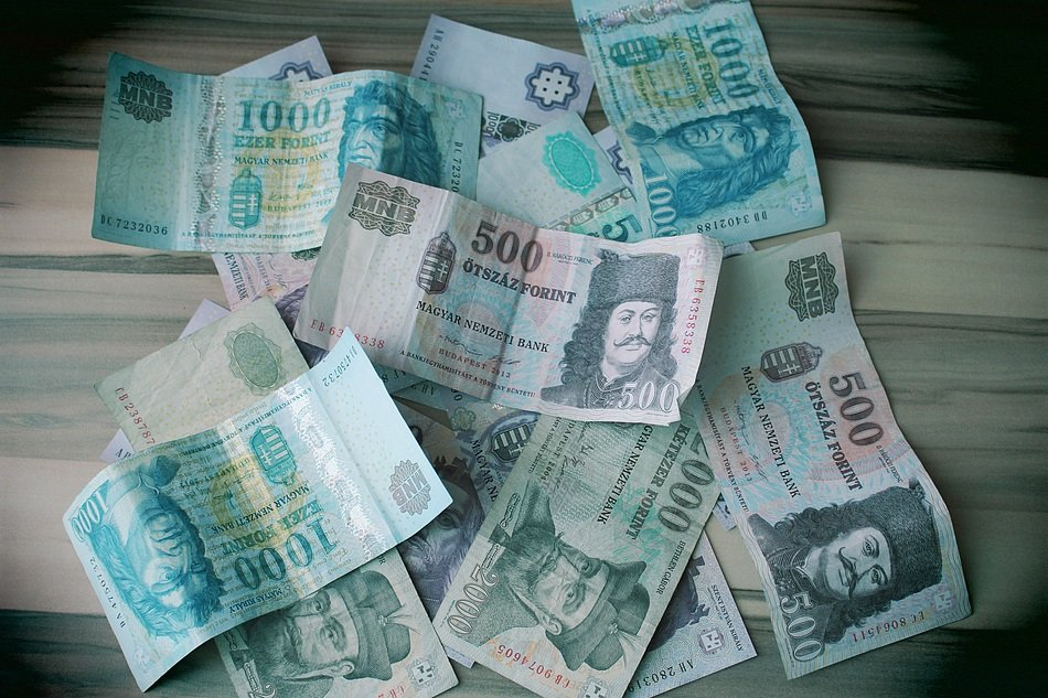 paper money huf hungarian currency