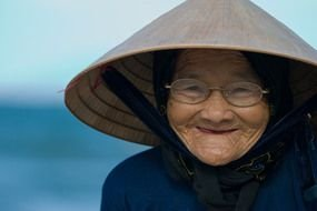 photo of a Vietnamese old woman with glasses