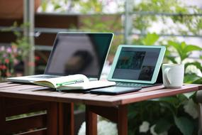 Notebook, laptop and tablet, Freelance