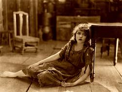 photo of Mary Pickford in silent movie