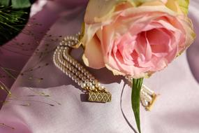 Bracelet Pearl and pink flower