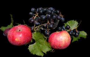 Fruit Apple and Grapes