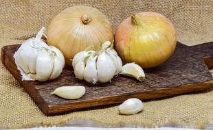 Onion and Garlic Cutting Board