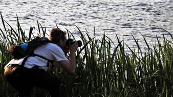 photographer takes pictures by the water