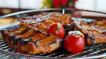 grilled ribs with tomato