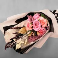 Bouquet of paper flowers in Crepe