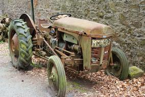 Tractor Old car