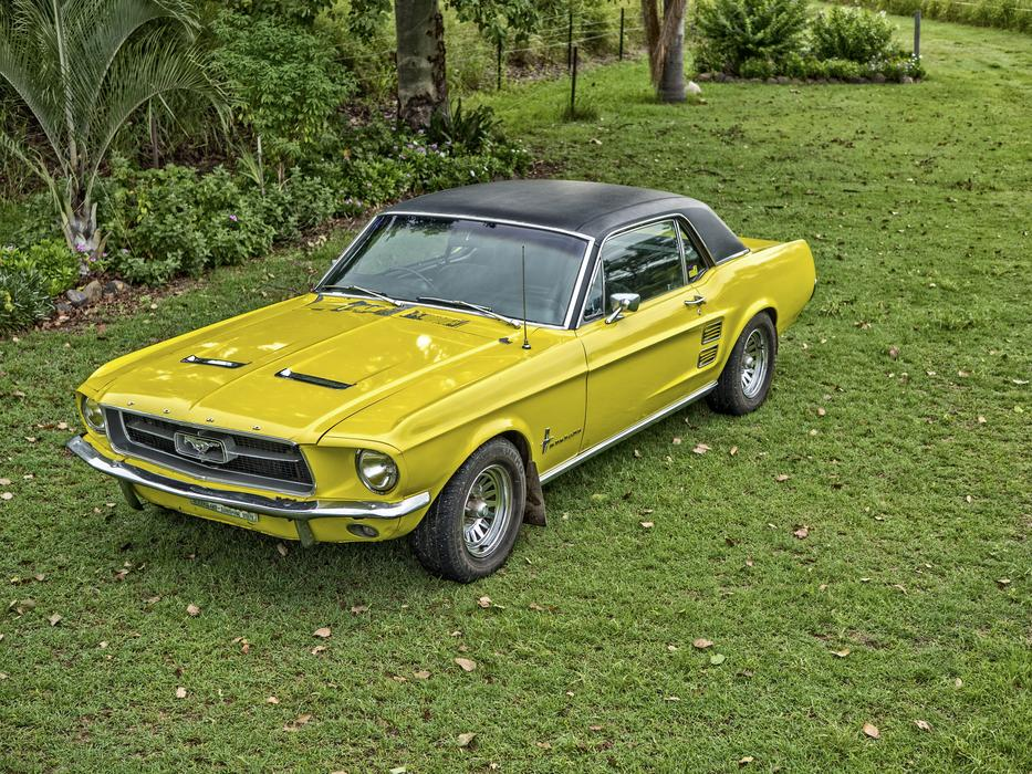 Mustang Ford yellow