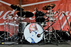 Set Drums