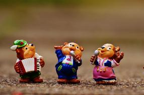 toy Bears in traditional Bavarian costumes play Music and sing