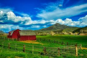 photo of wooden houses in the countryside in Wyoming, America