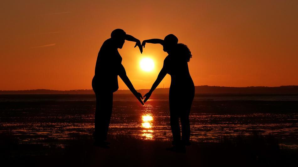 Sunset romance couple free image download
