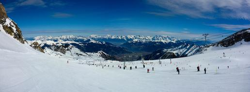 Panorama of mountain valley with people Skiing, austria, Kitzsteinhorn