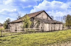 old ruined barn in the countryside in Ohio