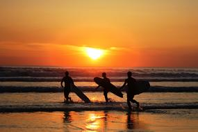 Men Surfer red sun