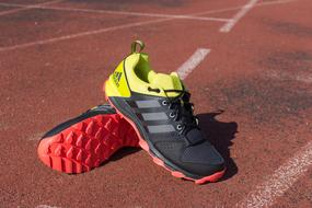 Boots Adidas red yellow