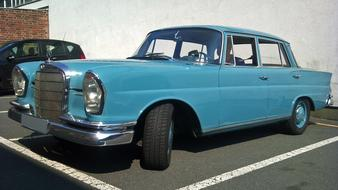 blue Mercedes Oldtimer