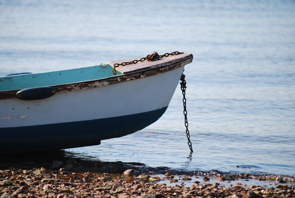 boat with a chain on the seashore