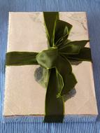 Gift Birthday green bow
