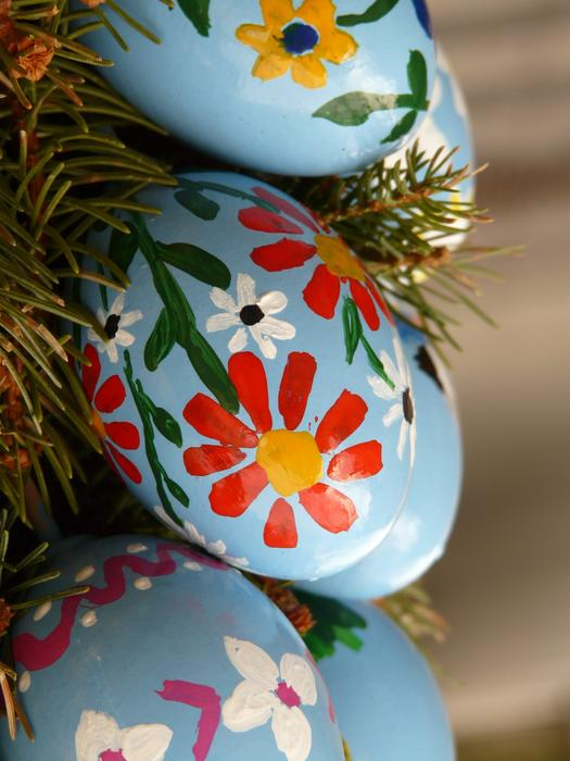 Easter Egg Paint blue red flowers drawing