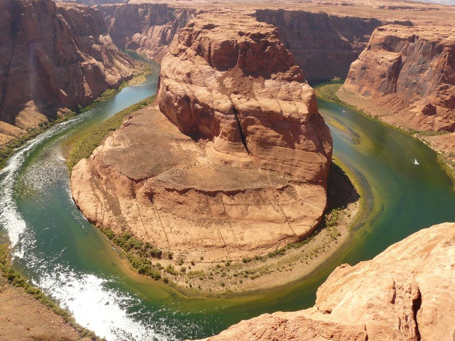 Horseshoe Bend is the amazingly beautiful rocky bend of the green Colorado River