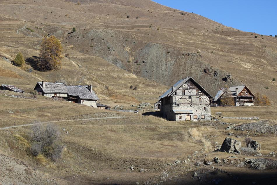 photo of houses in the valley of Queyras, Hautes Alps